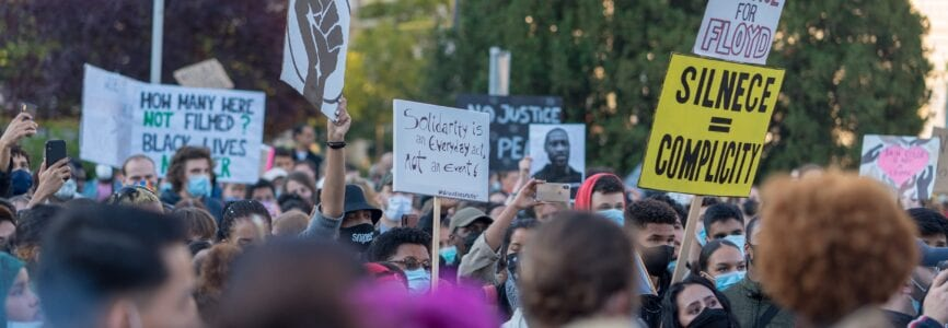 Illustrative image for Are Physicians Hypocrites for Supporting Black Lives Matter Protests and Opposing Anti-Lockdown Protests? An Ethical Analysis